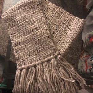 Accessories - Knit scarfs